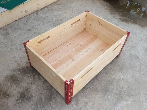 Thùng gỗ làm bằng gỗ thông